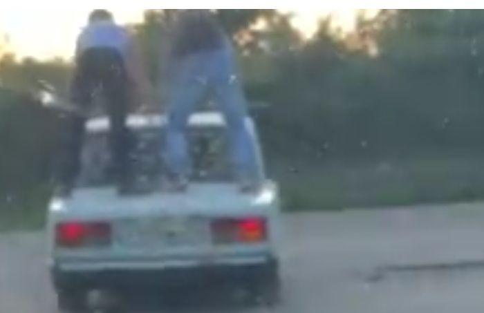 Катавшихся на крыше автомобиля ярославцев привлекли к ответственности