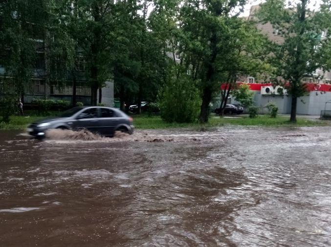 По щиколотку в воде: Ярославль снова затопило