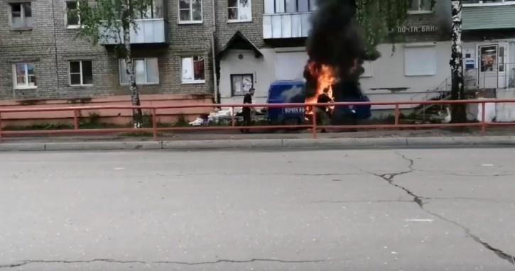В Рыбинске сгорел автомобиль Почты России