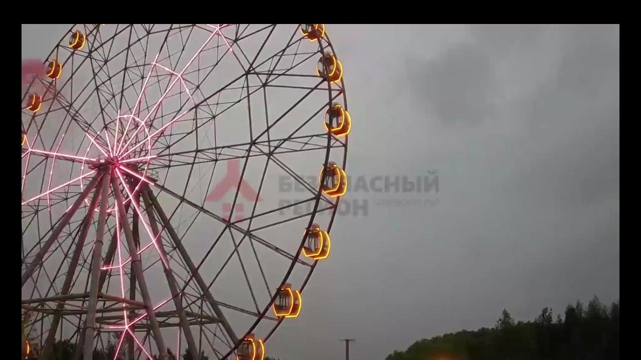 Появилось видео, как в Ярославле колесо обозрения начало крутиться в другую сторону
