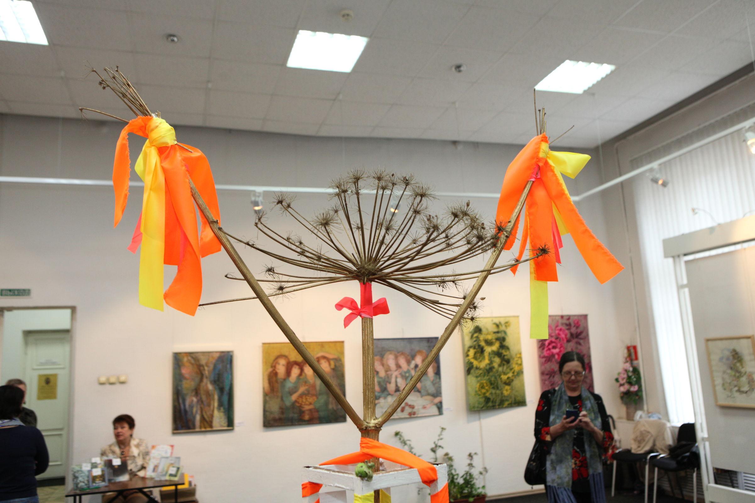Ангелы и злодеи нашего сада. В Ярославле открылась выставка «О'город» – фото