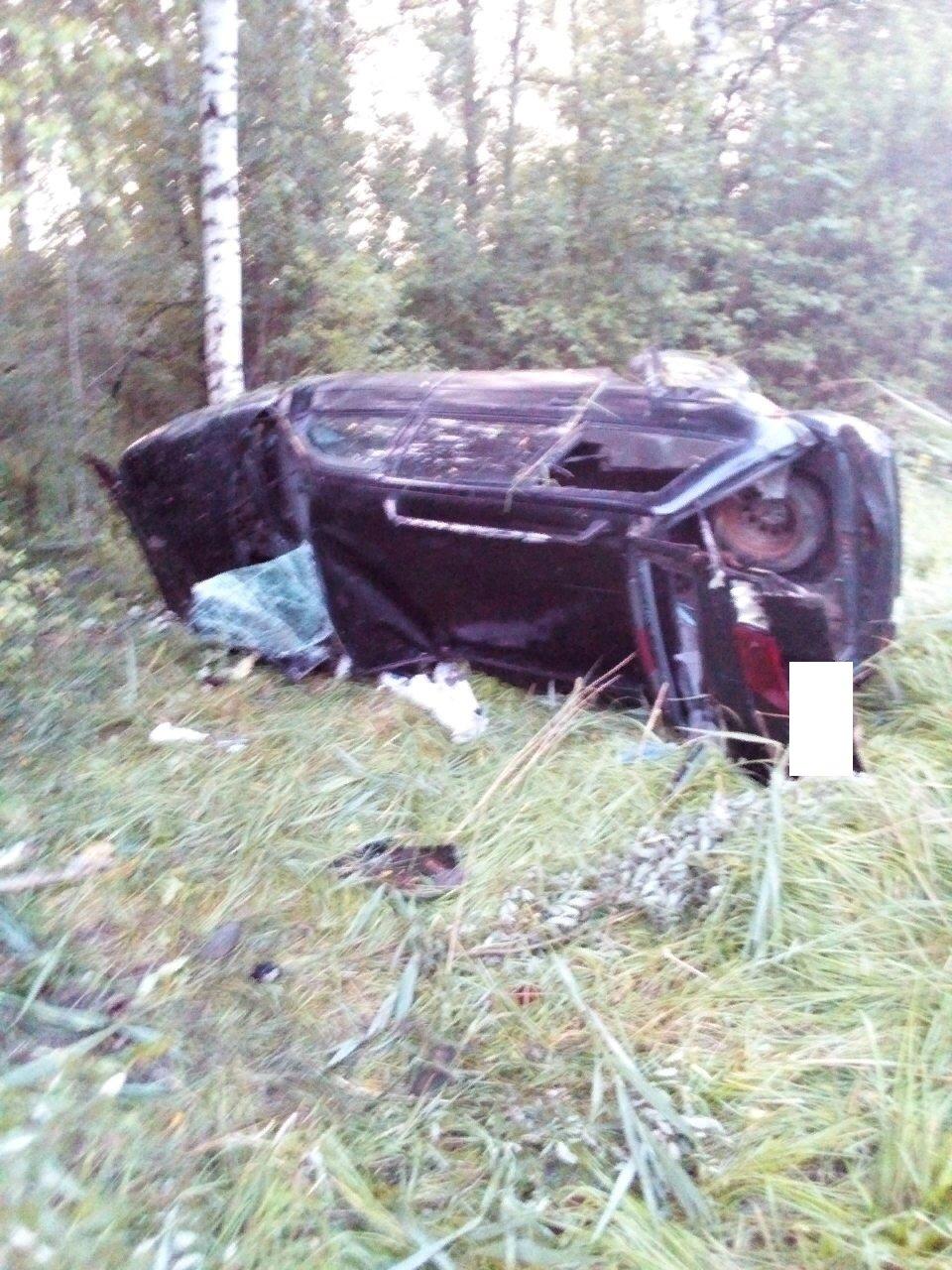 В Ярославской области перевернулся автомобиль: есть пострадавшие