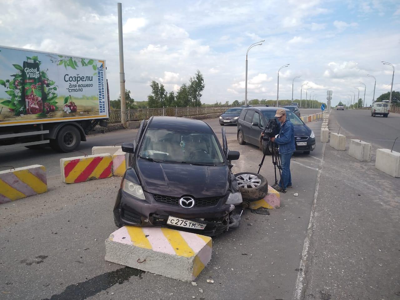 В Ярославле после ДТП на Добрынинском мосту сбежал один из водителей