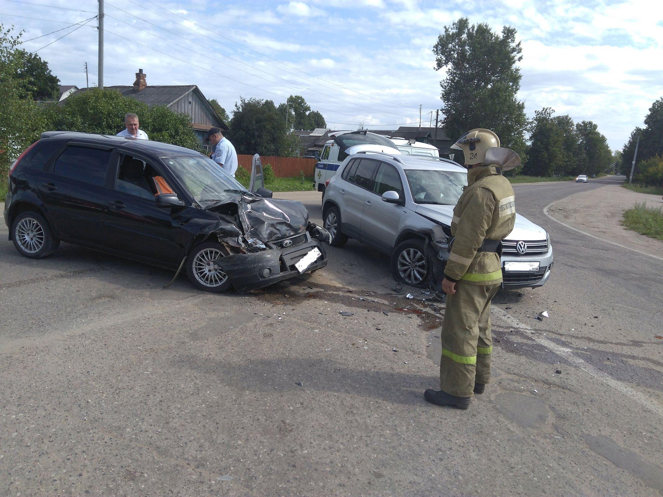 В Ярославской области при столкновении двух легковушек пострадал мужчина