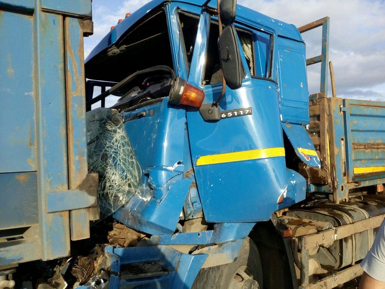 КамАЗ и фура столкнулись в Ярославской области: есть пострадавший