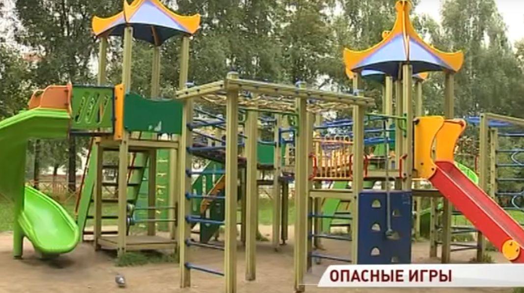 Девочка травмировала позвоночник, упав с каната: в Ярославле проверят детские городки