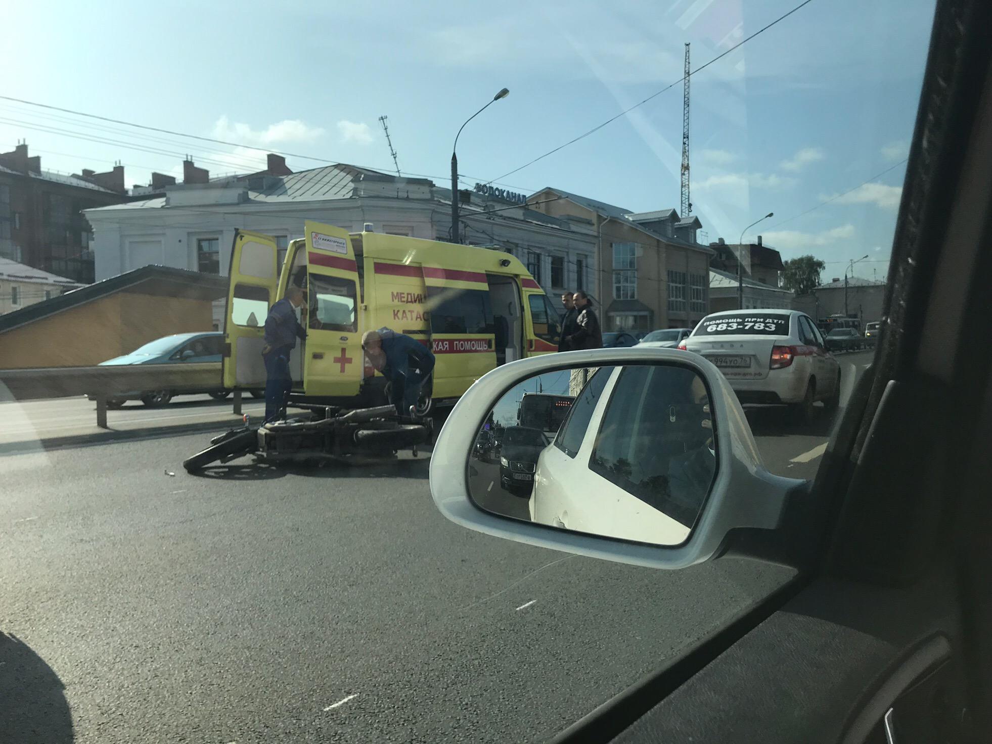 На Московском проспекте в Ярославле сбили мотоциклиста