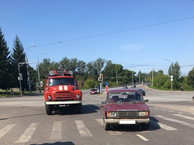 В Рыбинске водитель «семерки» проехал на красный и сбил на переходе женщину с ребенком