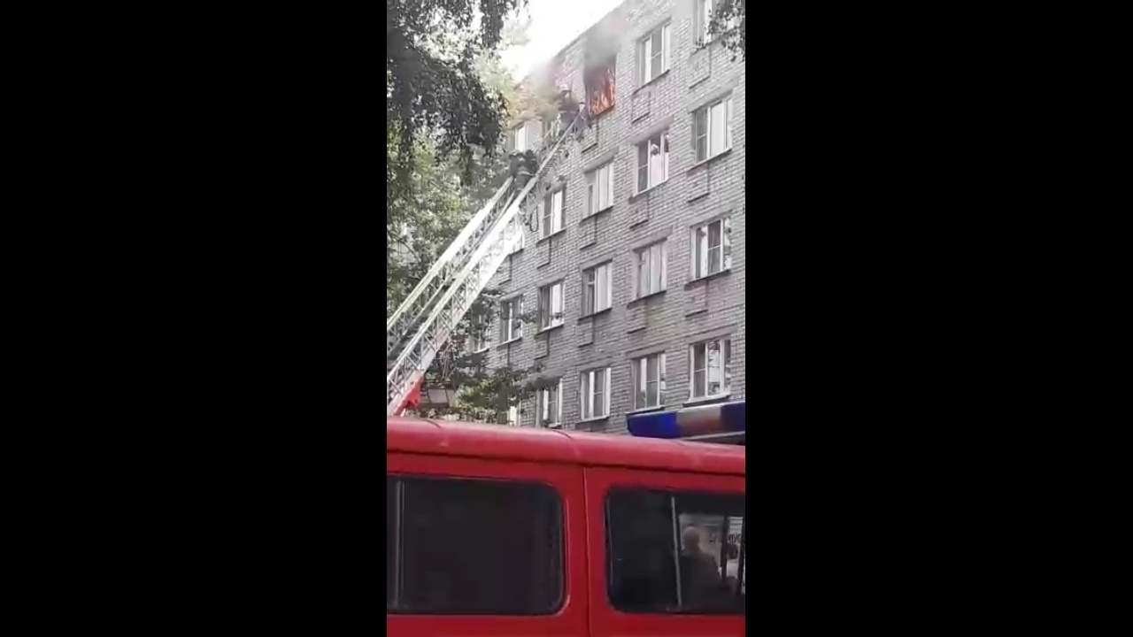 В Ярославле на пожаре в многоквартирном доме пострадала женщина