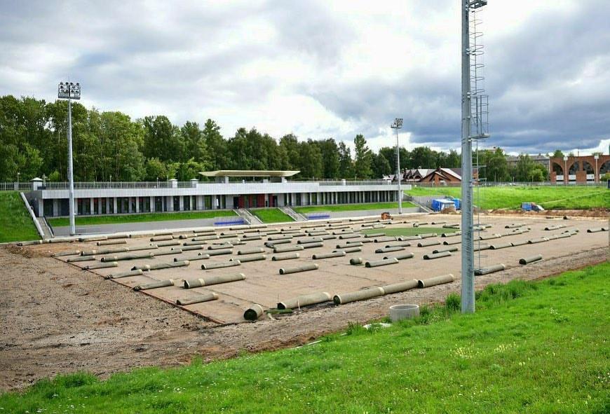 На стадионе «Славнефть» в Ярославле заменят футбольное поле и сделают дорожки