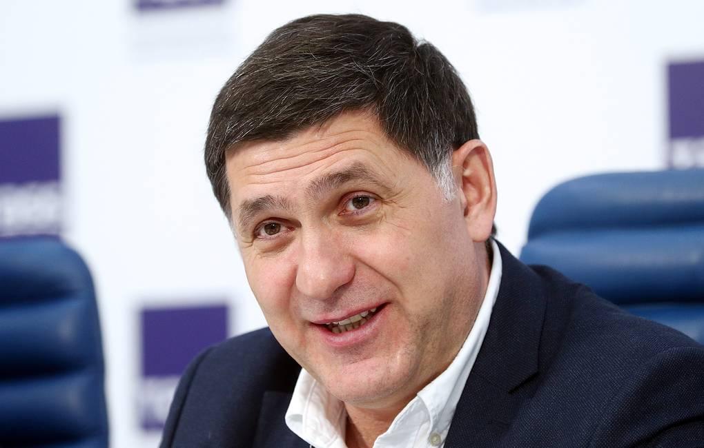 Дмитрий Миронов поздравил Сергея Пускепалиса с назначением худруком Волковского театра