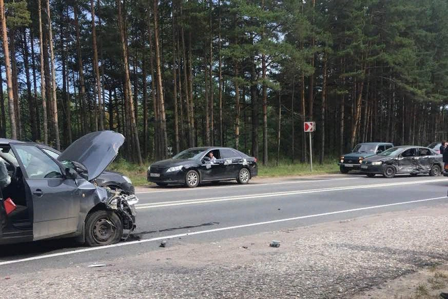 На трассе Ярославль – Кострома столкнулись пять машин