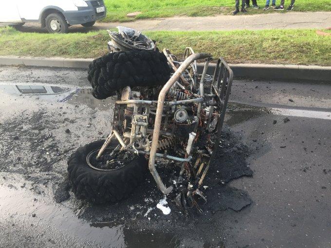 В Рыбинске квадроцикл сгорел после столкновения с ВАЗом