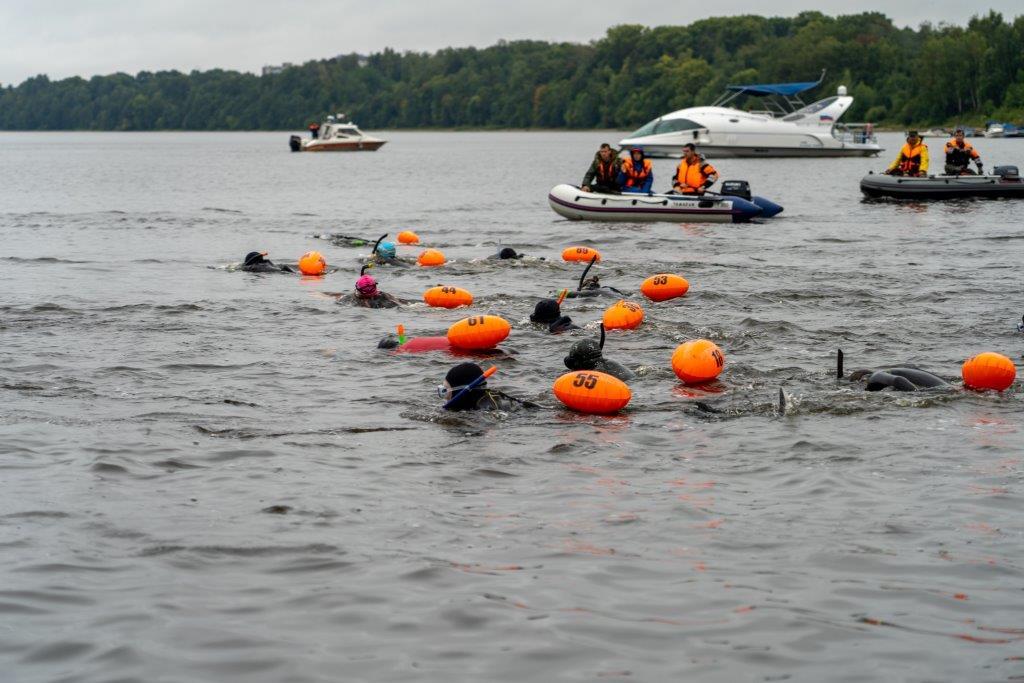 В Ярославле прошли первые соревнования по плаванию на открытой воде с сибайком