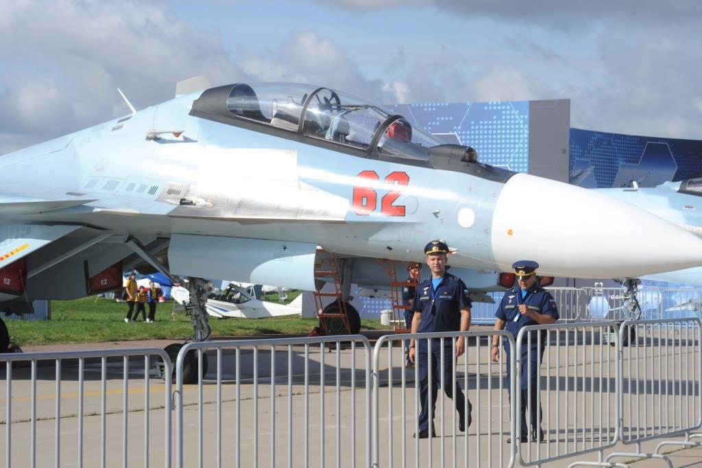 Дмитрий Миронов принимает участие в работе 14-го Международного авиакосмического салона «МАКС-2019»