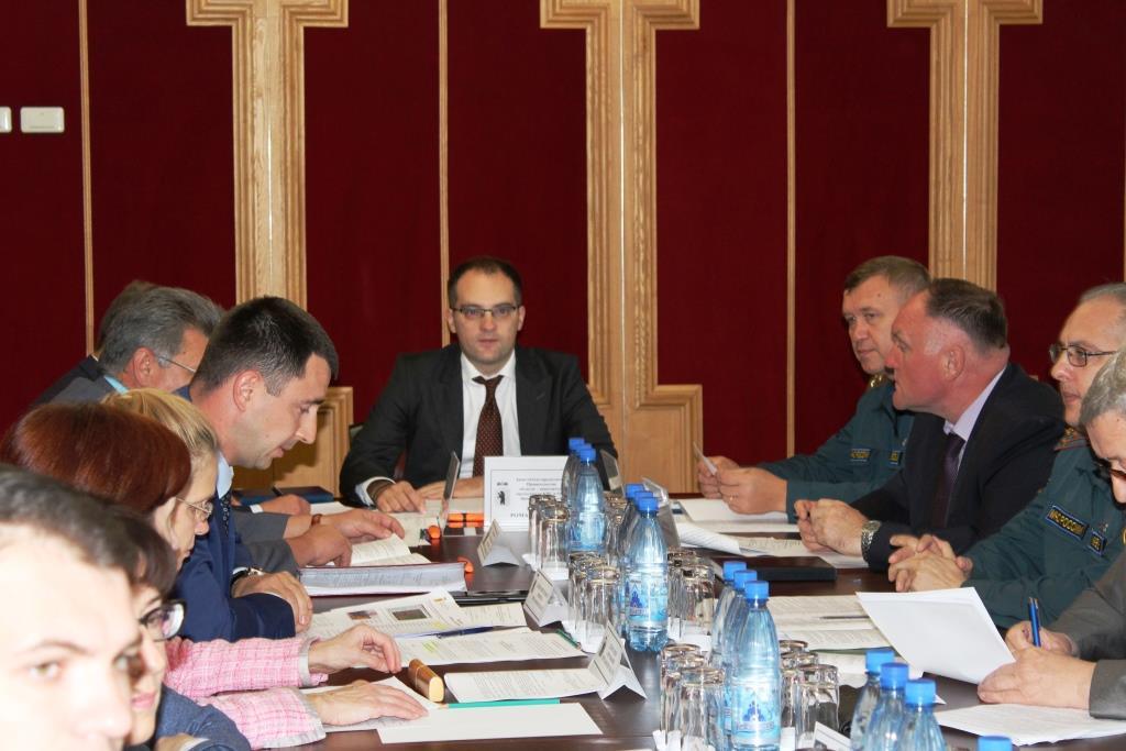 Готовность школ к новому учебному году обсудили на заседании региональной КЧС