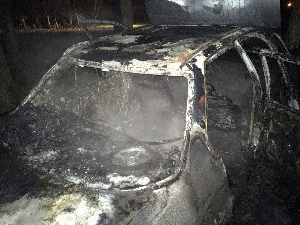 В Ярославле неизвестный злоумышленник спалил чужой автомобиль и скрылся