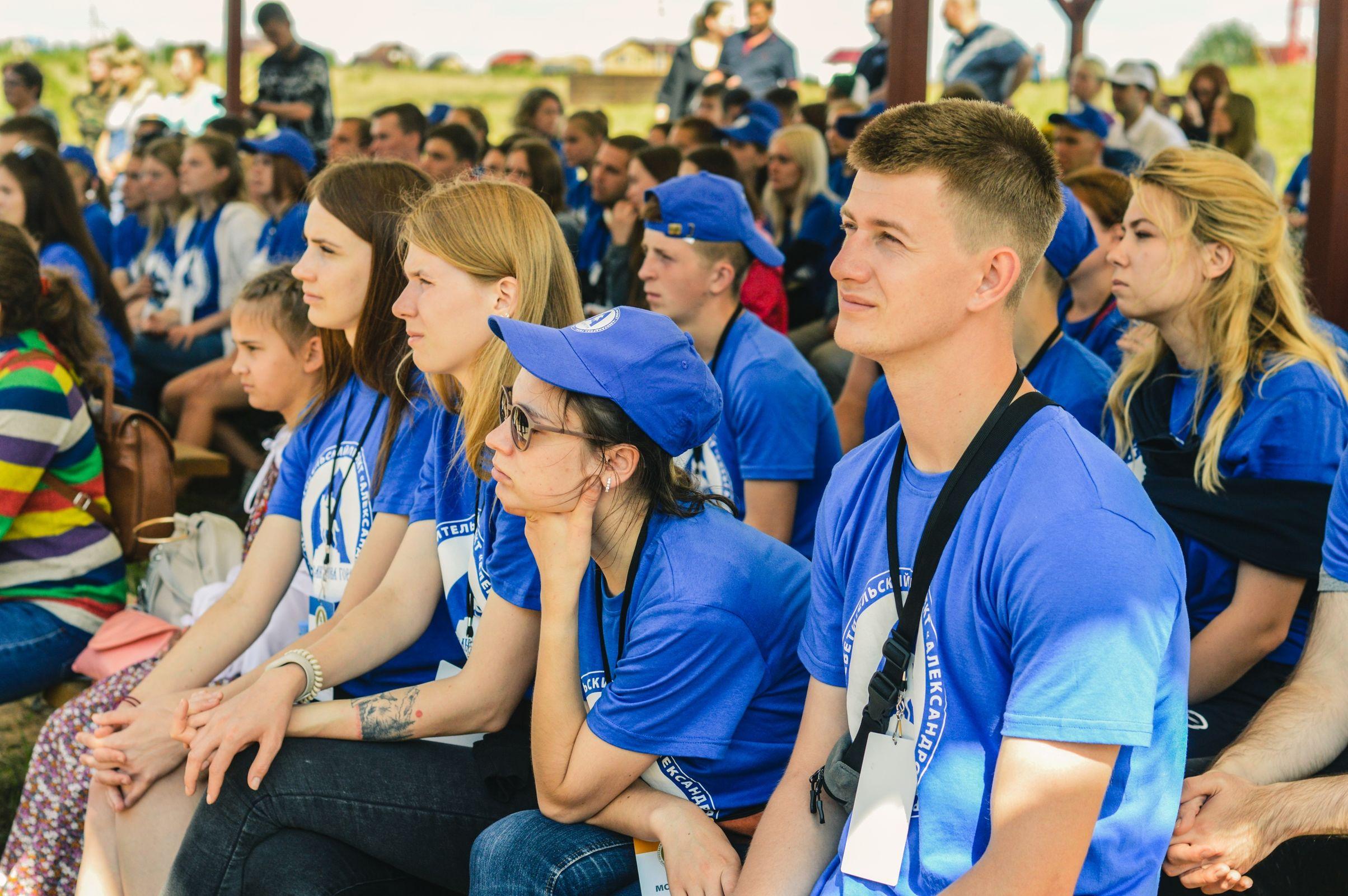 Сотни человек приняли участие в молодежных слетах в Ярославской области