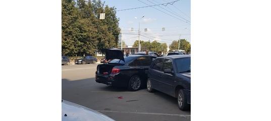 Появилось видео, как BMW протаранил шесть автомобилей в центре Ярославля
