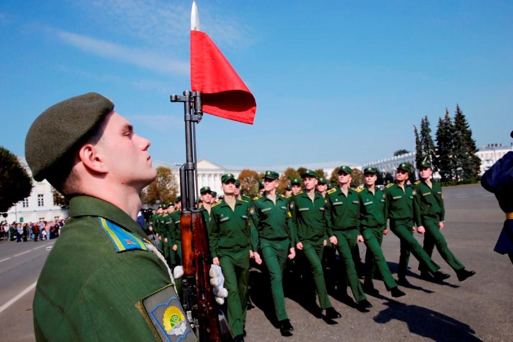 Курсанты Ярославского высшего военного училища ПВО приняли военную присягу – фото