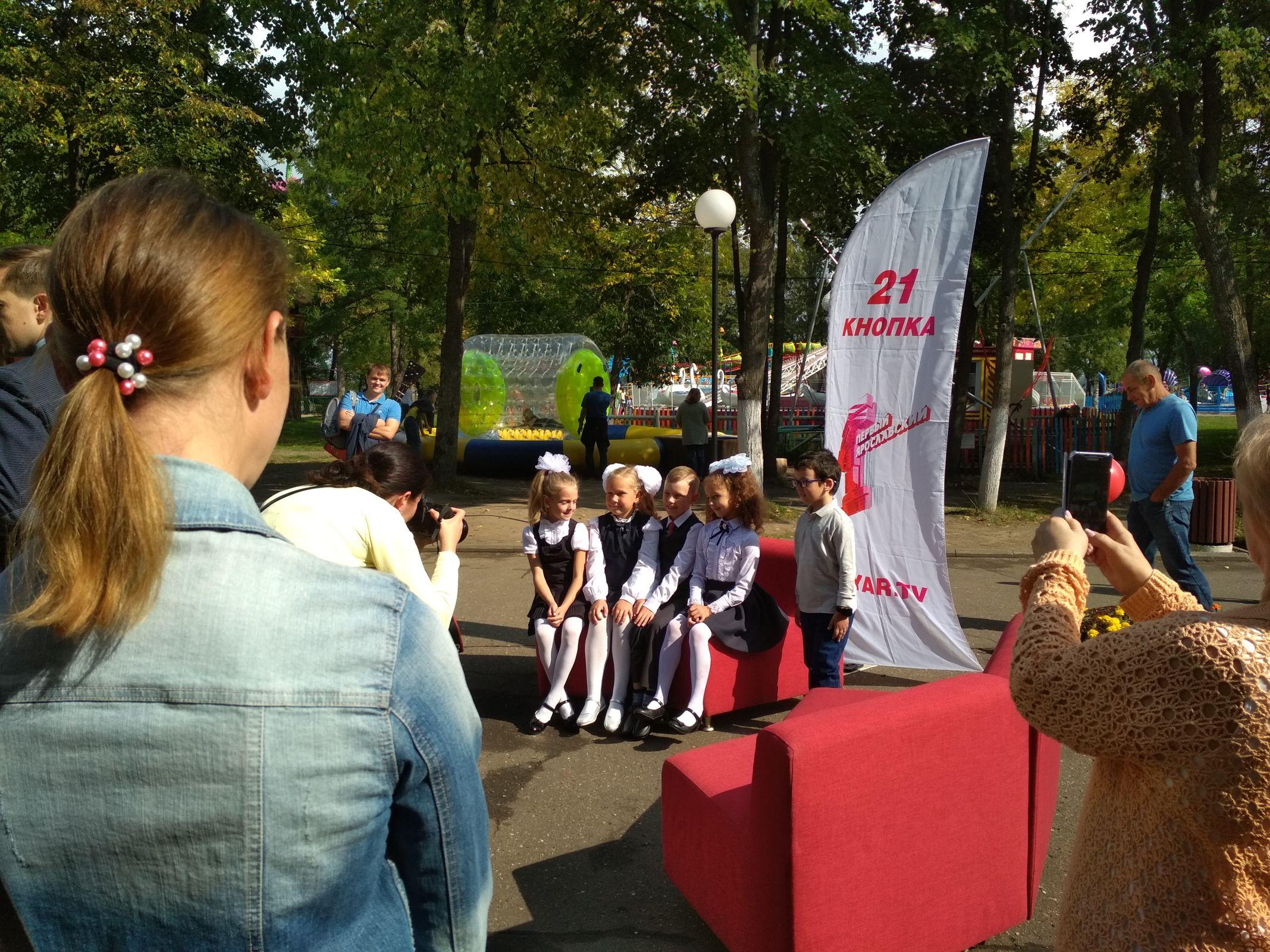 На Даманском острове в Ярославле весело отметили День знаний: фото