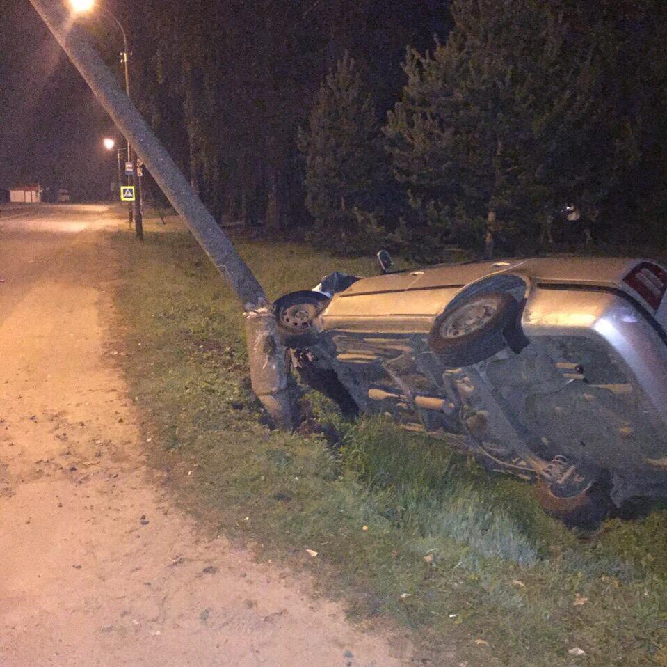 В Рыбинске водитель иномарки снес столб электропередачи