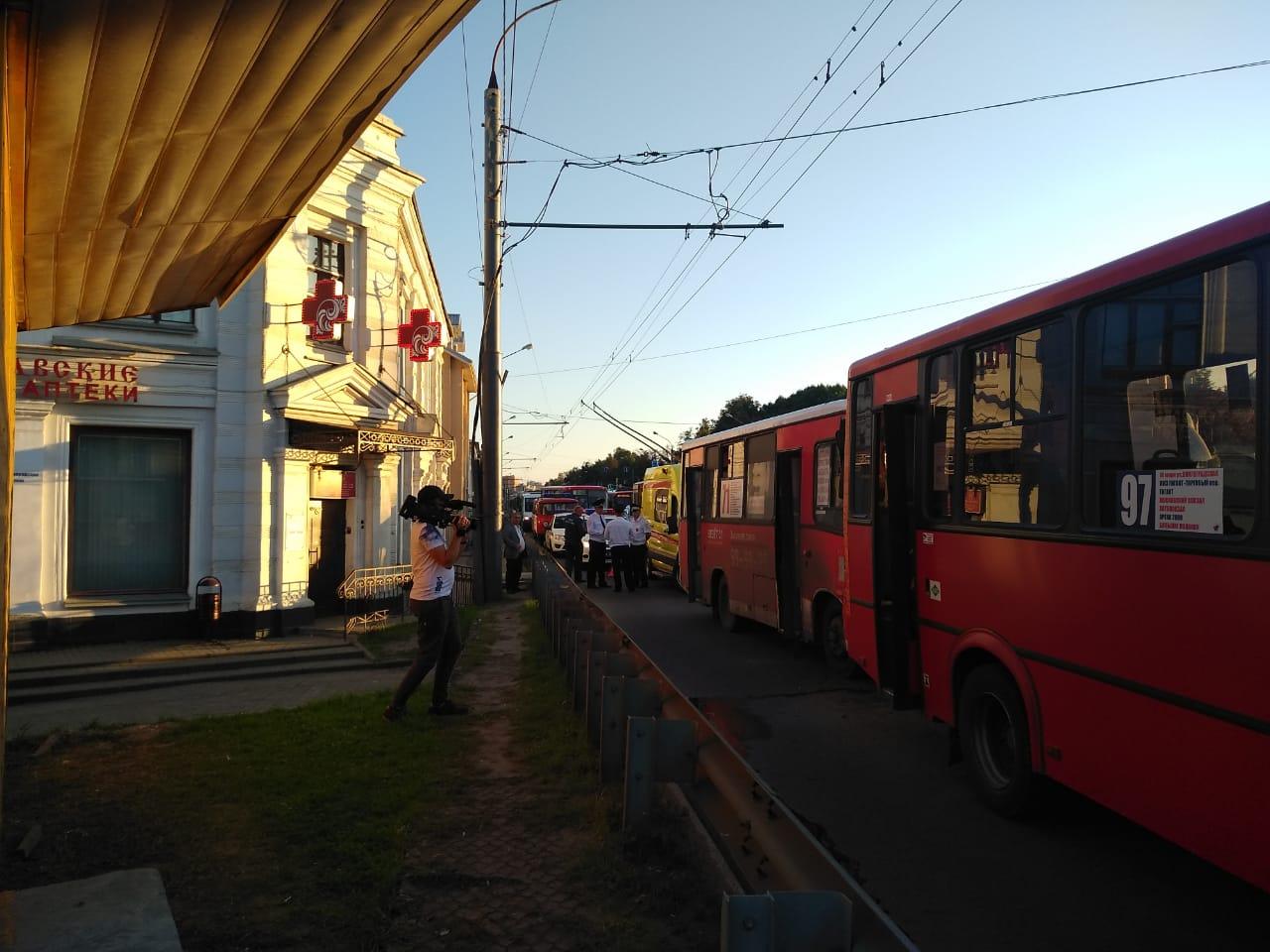 На Московском проспекте в Ярославле столкнулись три маршрутки: семь человек пострадали