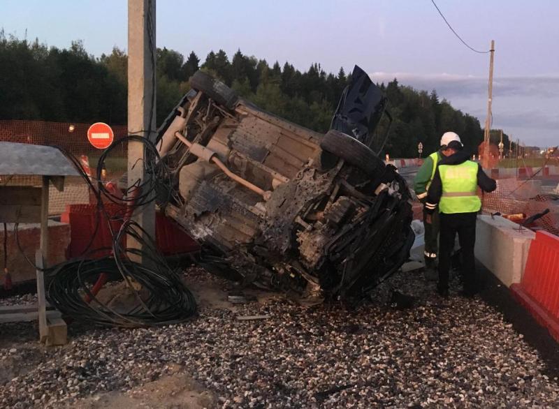 Под Ярославлем на трассе М8 перевернулась иномарка: пострадал водитель