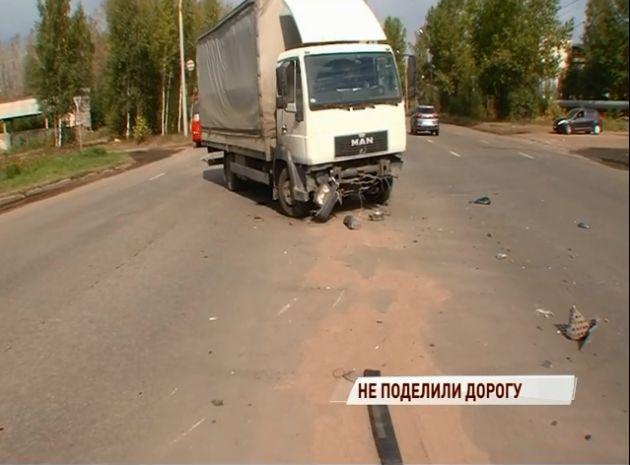 В ДТП на Добрынинском мосту в Ярославле пострадали два человека