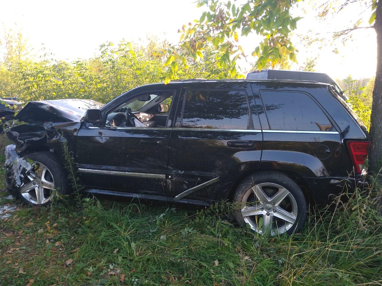 В Ярославле столкнулись два внедорожника: три человека доставлены в больницу