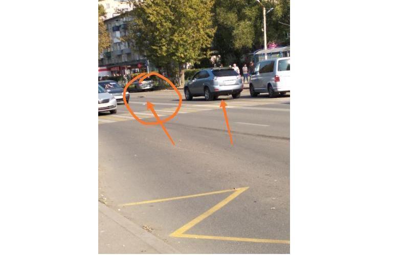 В Ярославле на переходе сбили девушку со скейтбордом