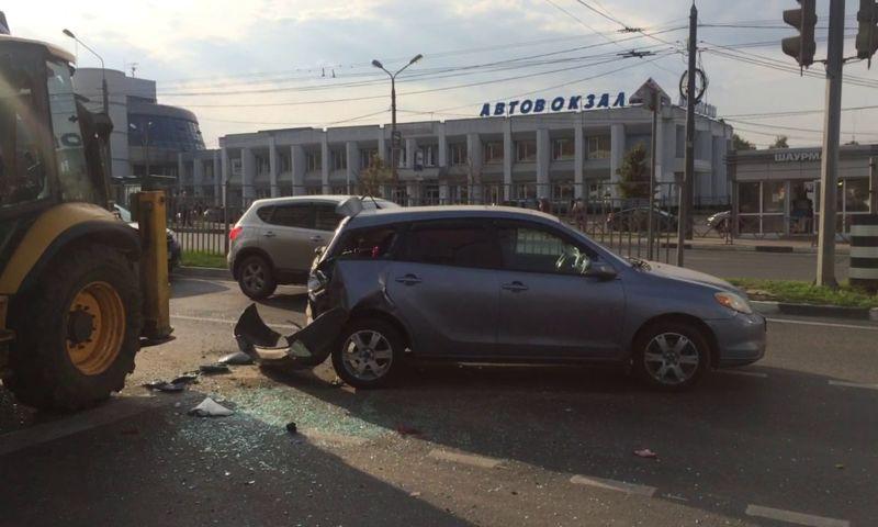 В Ярославле из-за ДТП с трактором образовалась пробка на Московском проспекте