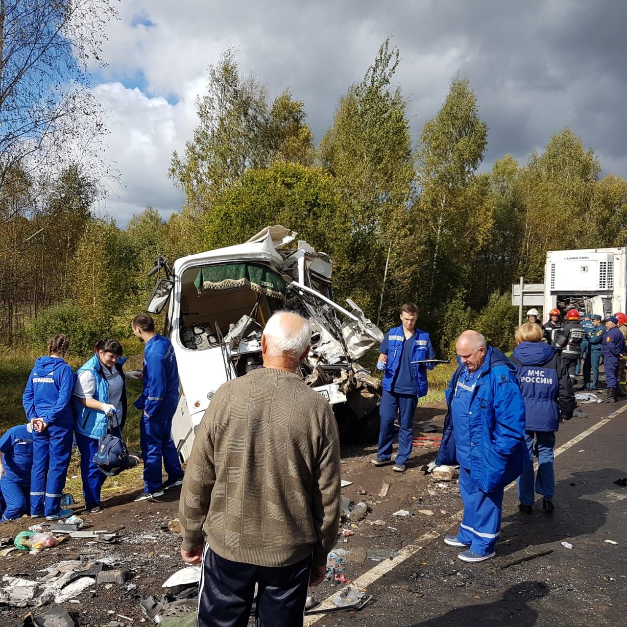 Опознаны оба погибших водителя в жутком ДТП с автобусом и фурой в Ярославской области
