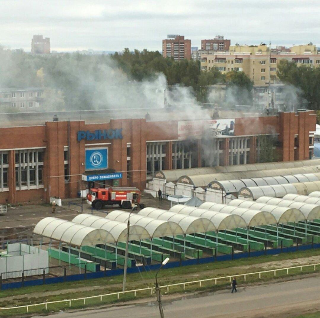 В Ярославле горел Дзержинский рынок на площади 400 квадратных метров