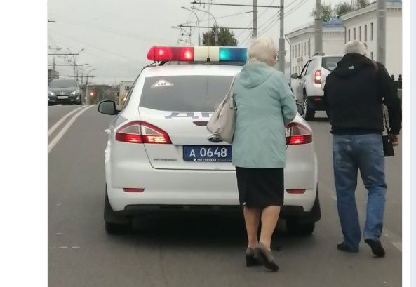 В Ярославской области мопед столкнулся с внедорожником: двое пострадавших