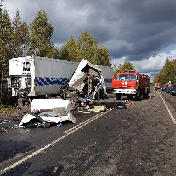 В ярославских больницах находятся 13 пострадавших в крупном ДТП с автобусом и фурой