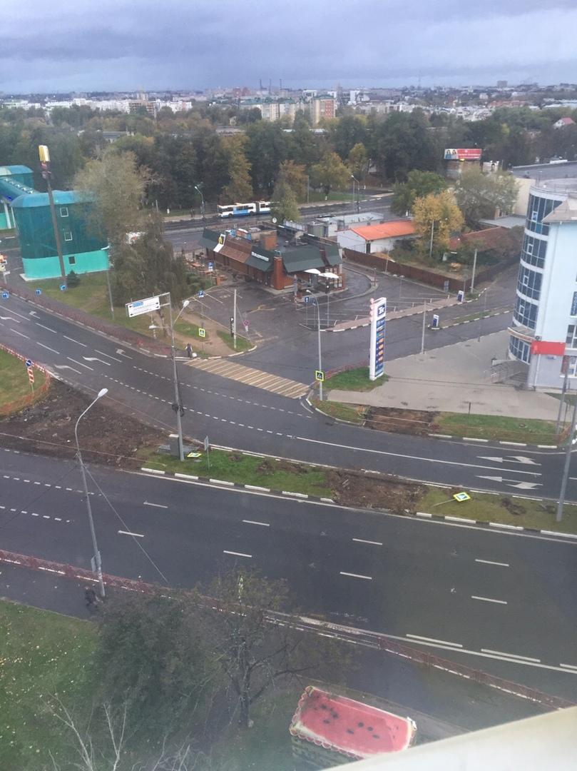 У здания Фрунзенской администрации в Ярославле убрали разворот и пешеходный переход
