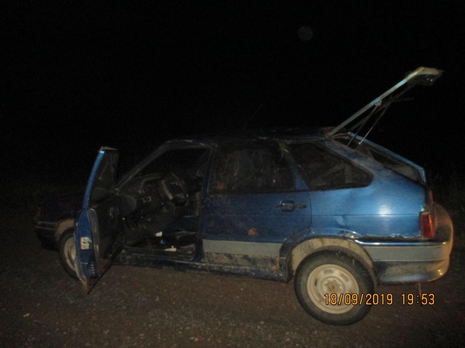 В Ярославской области два пенсионера на отечественном авто улетели в кювет