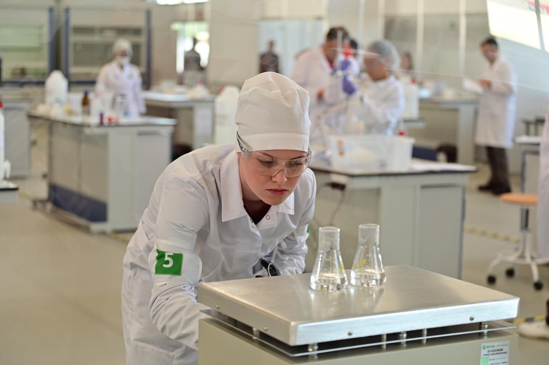 Как превращать химические реактивы в «золото». Ярославна выиграла для России престижную премию