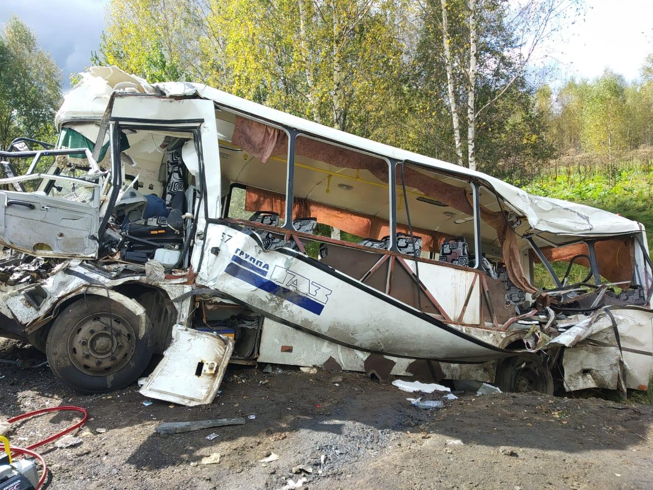 Как помогают родственникам погибших и пострадавшим в страшном ДТП с автобусом под Ярославлем