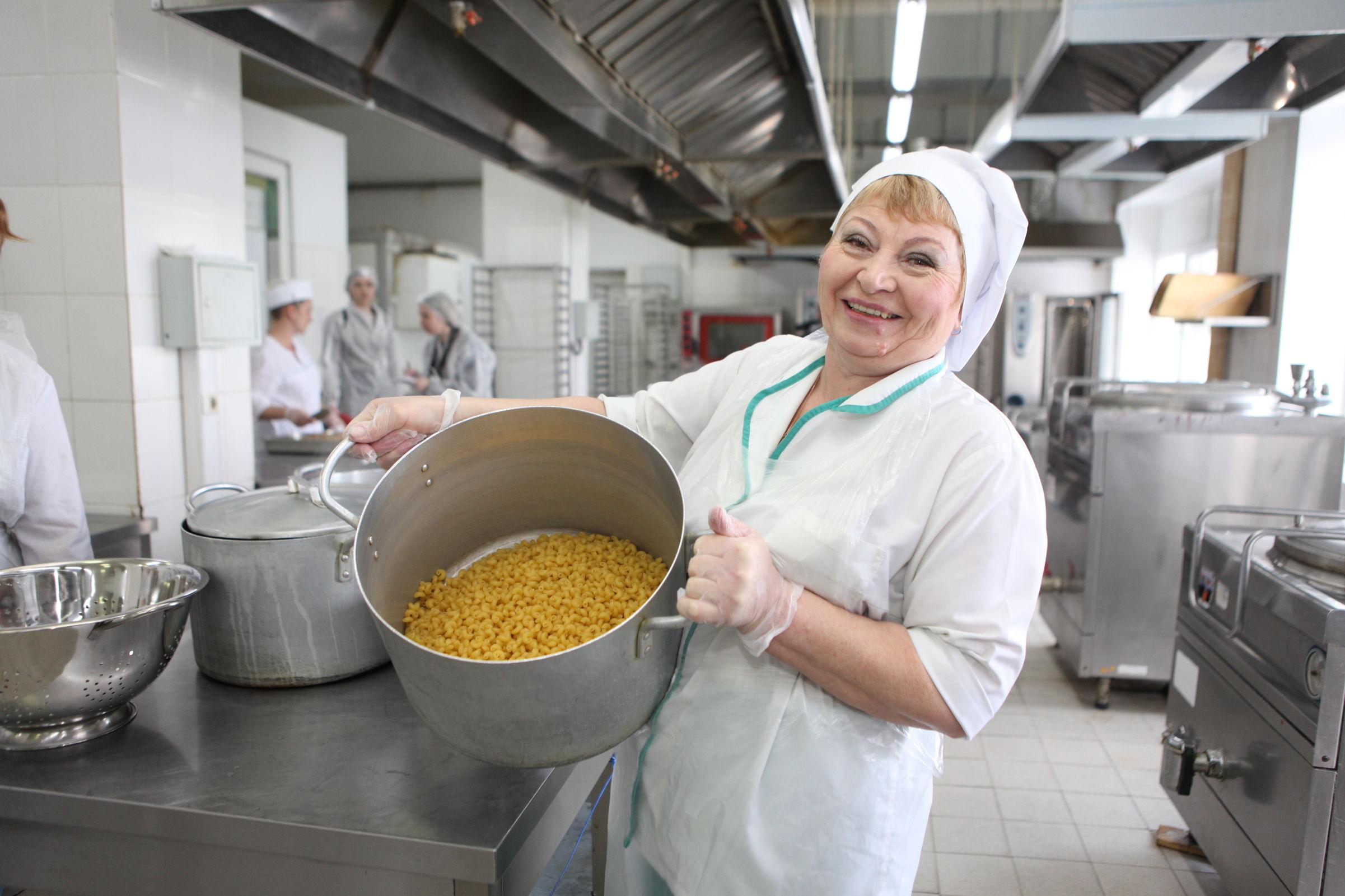 В Ярославле родители и инспекторы оценили школьные завтраки и обеды