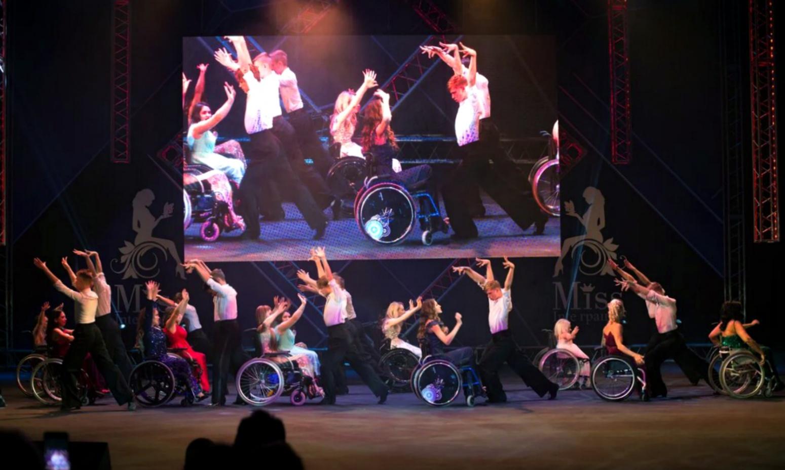 «Человек должен знать, что он не обречен»: девушка-колясочница завоевала титул на конкурсе красоты