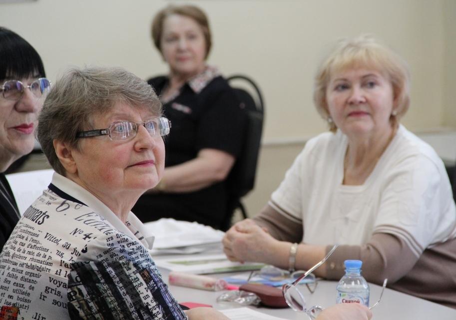 Ярославцам рассказали, как защитить пожилых людей от финансовых мошенников