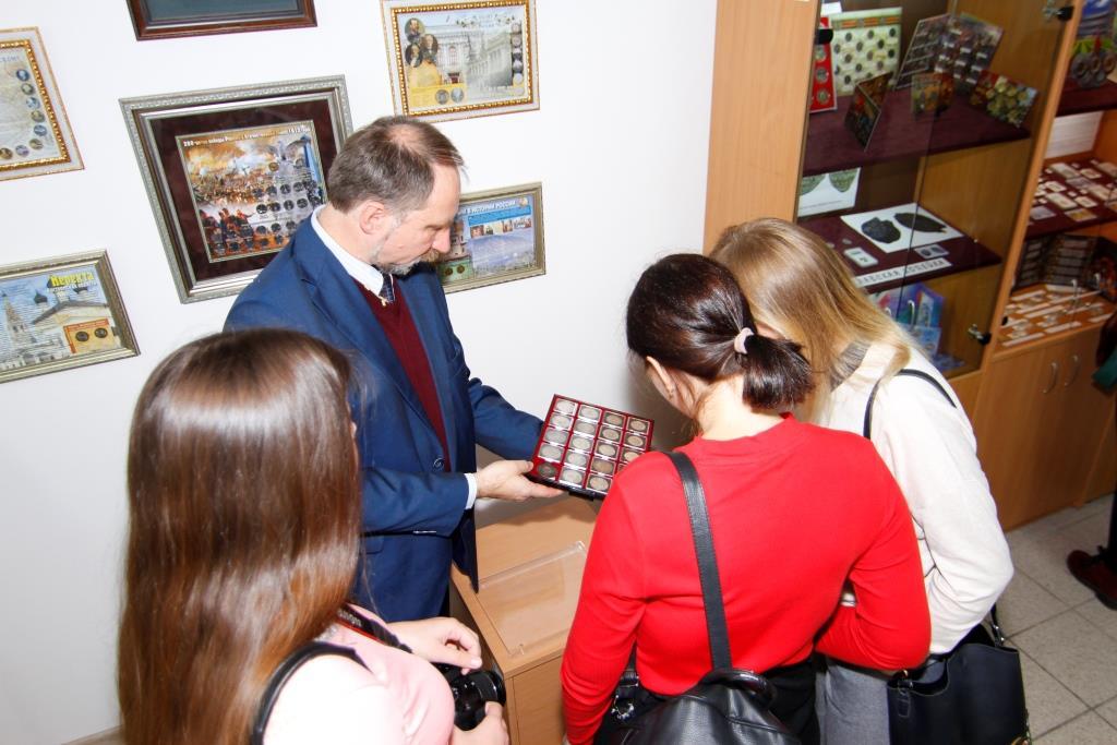 Театр финансов открыл свое закулисье. 850 ярославцев посетили Банк России в день открытых дверей