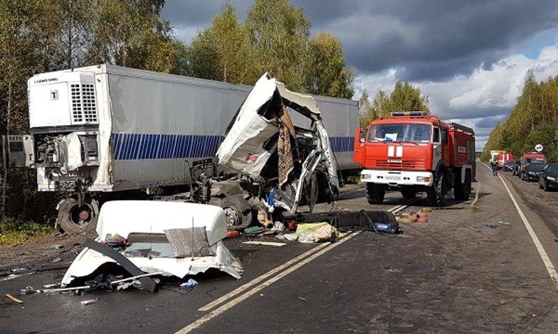 Шесть пострадавших в аварии с автобусом и фурой под Ярославлем остаются в больнице