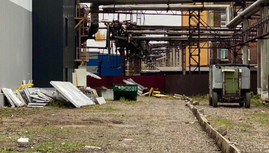 На складе «Лакокраски» в Ярославле среди рекламного мусора нашли разбитые ртутные лампы
