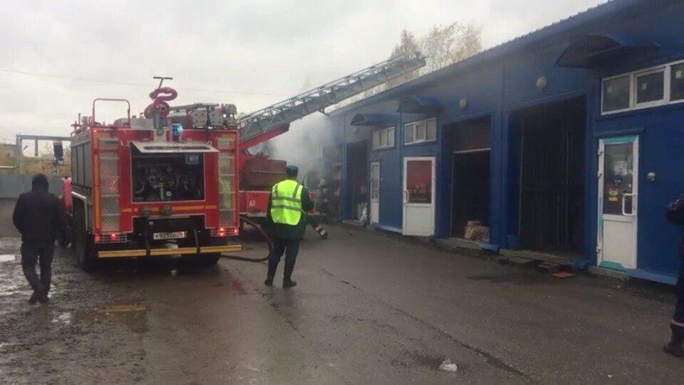 Пожар на складе в Рыбинске тушили почти три часа: подробности