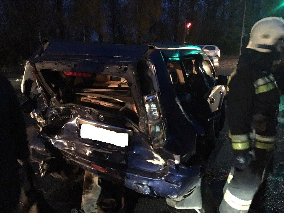 В Ярославле фургон въехал в иномарку: пострадал человек