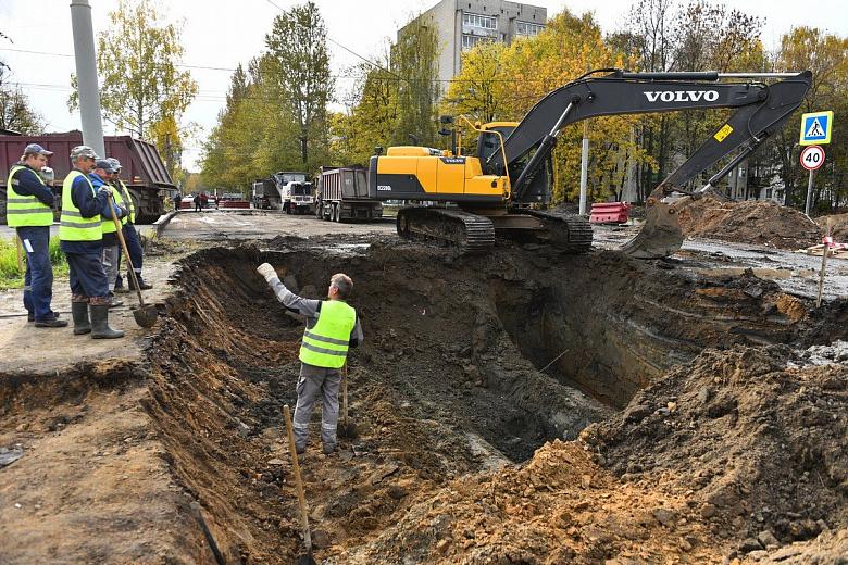 На перекрестке в Дзержинском районе Ярославля из-за ремонта изменили движение