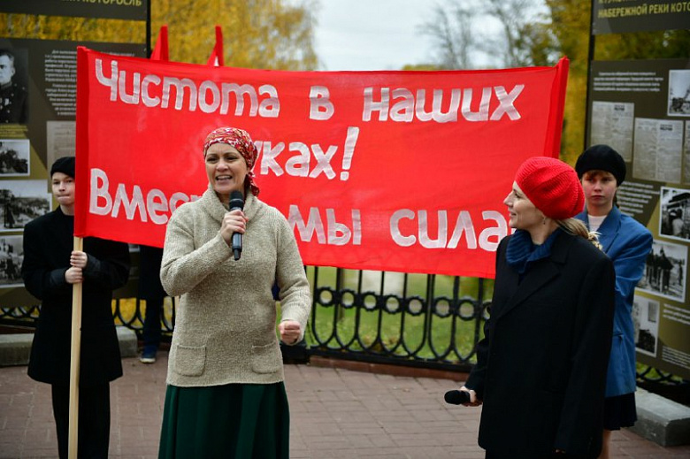 На Которосльной набережной в Ярославле открыли выставку в честь ее 75-летнего юбилея